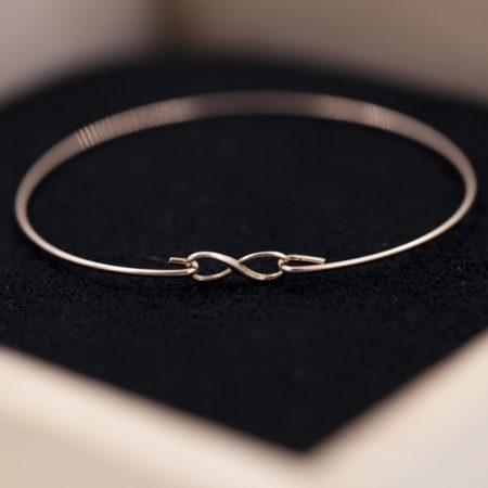 Bracelet INFINI en argent 925 pour femme.